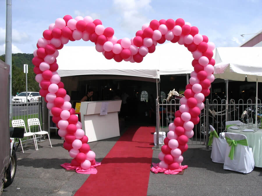 Heart-Shaped-Balloon-Arch